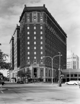 Hotel Syracuse-exterior looking S